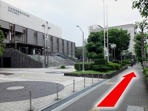 ④市民会館を通り越して、さらに直進する