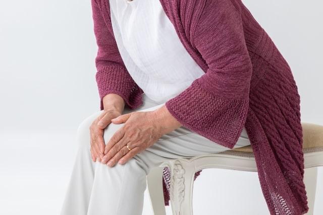 膝痛の高齢者